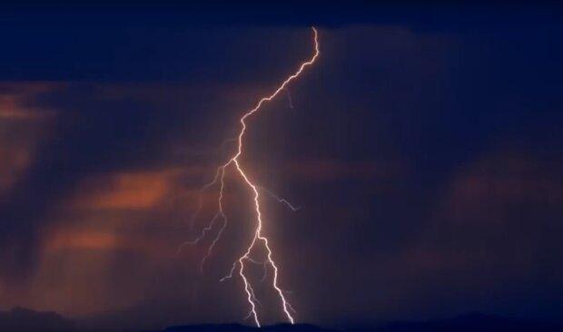 блискавка, скріншот з відео