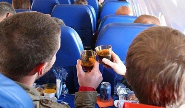 Російські спортсмени влаштували п'яний дебош у літаку