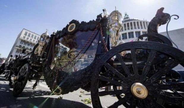 Помпезные похороны босса мафии в Риме: карета, Rolls-Royce и вертолет