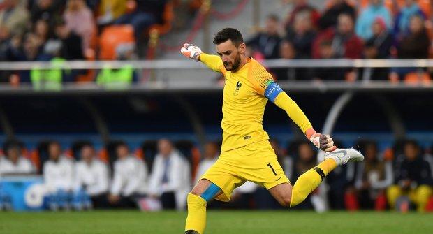 Чемпиона мира по футболу заковали в наручники и бросили за решетку
