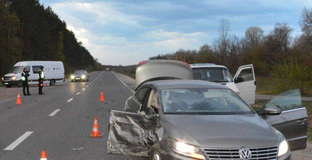 Львівщину сколихнула моторошна ДТП, дорога перетворилася на пекло - мотоцикл згорів, водій загинув