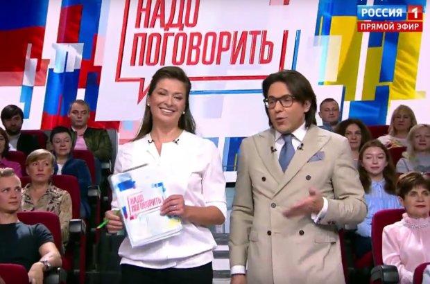 """В Росії проводять фейковий """"телеміст"""" без включення з України: що відбувається на каналі Путіна"""