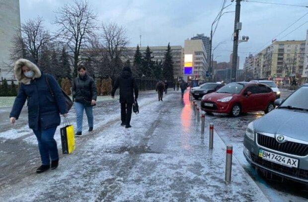 """Дружки Путіна """"обдерли"""" тернополянку, сидячи в """"ДНР"""": """"Вітаємо, ви виграли авто!"""""""