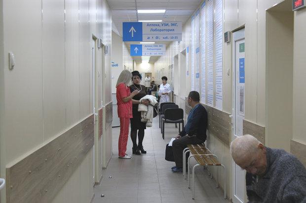 Беременных харьковчанок обчищают прямо в поликлинике: ни стыда ни совести, скандальное видео