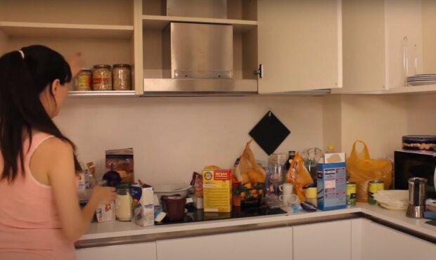 уборка на кухне, скриншот из видео