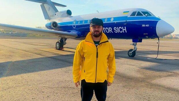 "DZIDZIO оказался на волоске от смерти, самолет совершил аварийную посадку: ""Командир объявил..."""