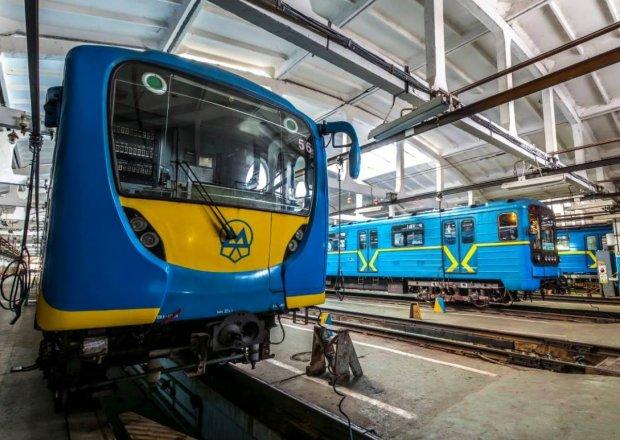 НП у київському метро: закрили основні станції, копи оточили територію