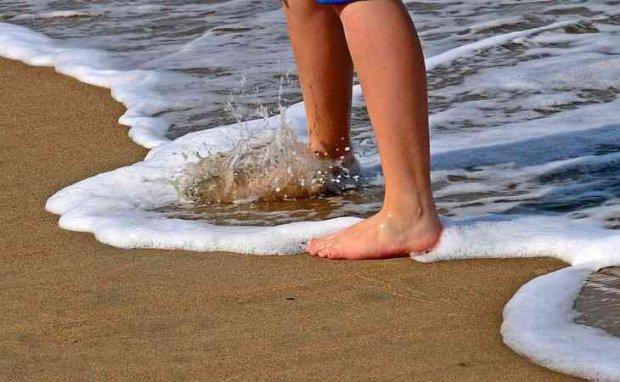 Микроскопические твари сожрали заживо мужчину просто во время купания: лучше бы загорал на пляже