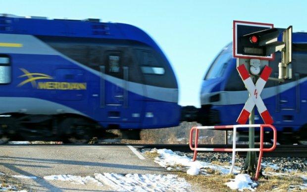 Легковик влетів під товарняк у Бердичеві: водій загинув