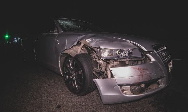 Під Києвом Audi знесла трьох пішоходів: тіла і кров по всій дорозі, кадри 18+