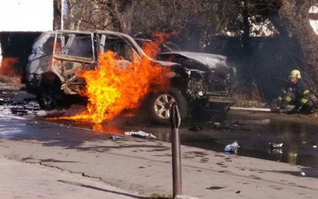 Взрыв машины в Мариуполе: очевидец рассказал подробности
