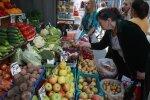 Ползарплаты на еду и коммуналку: траты украинцев показали в цифрах