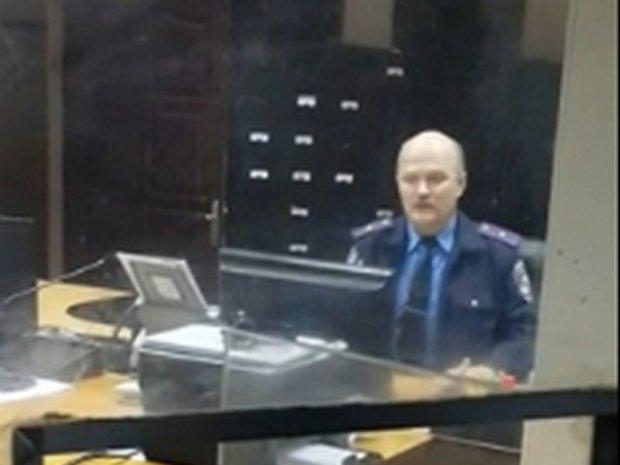 Київська міліція перевіряє скандальне відео зі своїм співробітником