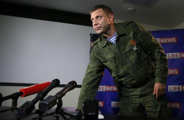 """""""Суміш Леніна і упоротої лисиці"""": у Донецьку бойовики виставили опудало Захарченка на загальний огляд, епічні кадри"""
