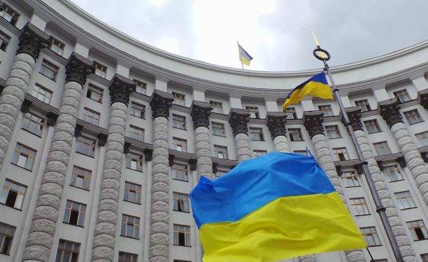 Украина даст денег Индонезии: кто бы помог нашим пенсионерам