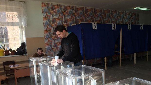 """""""Житловий будинок, парадне з кодовим замком"""": в Україні масово змінили адреси виборчих дільниць"""