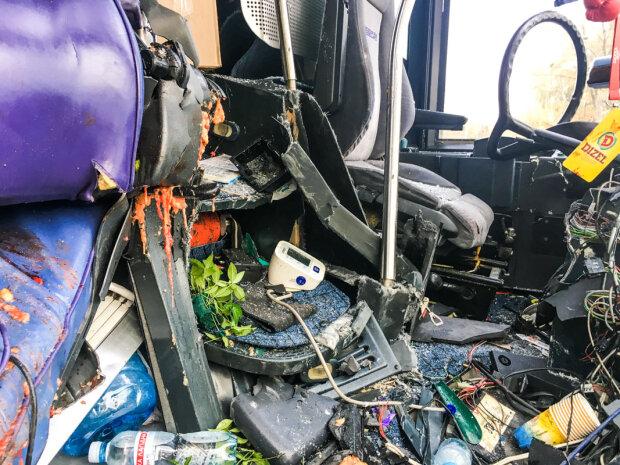 Огромный грузовик сложился пополам: жуткое ДТП в Киеве ужаснуло даже бывалых поліцейских