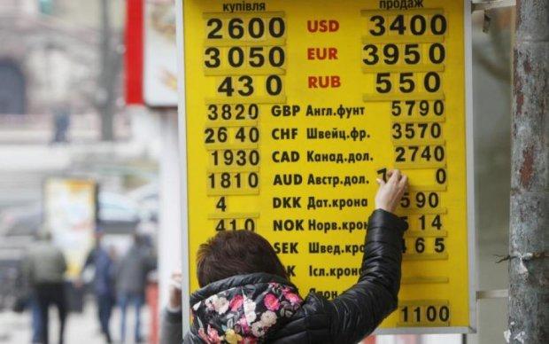 Українцям розповіли, чого чекати від гривні восени