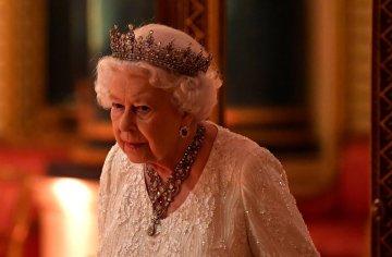 """Єлизавета ІІ шокувала дипломатів """"кислотою"""": заздрить навіть Меган Маркл"""