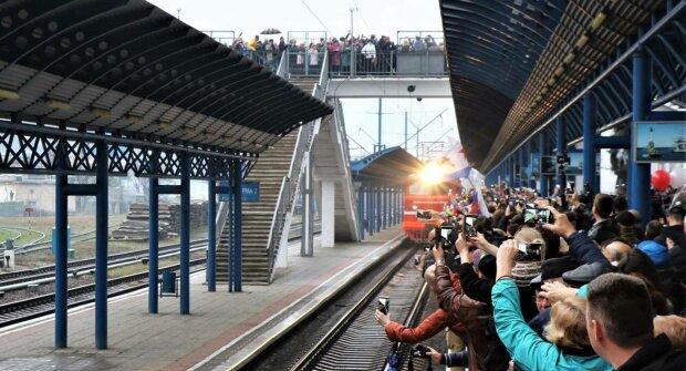 Пасажирів першого потягу з РФ у Крим спіткала жорстока карма