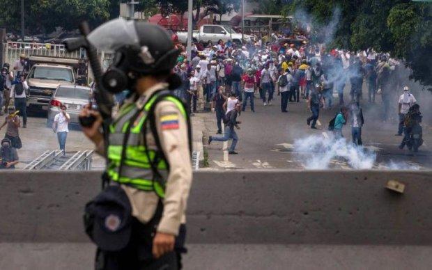 Смерть у прямому ефірі: під час протестів застрелили журналіста