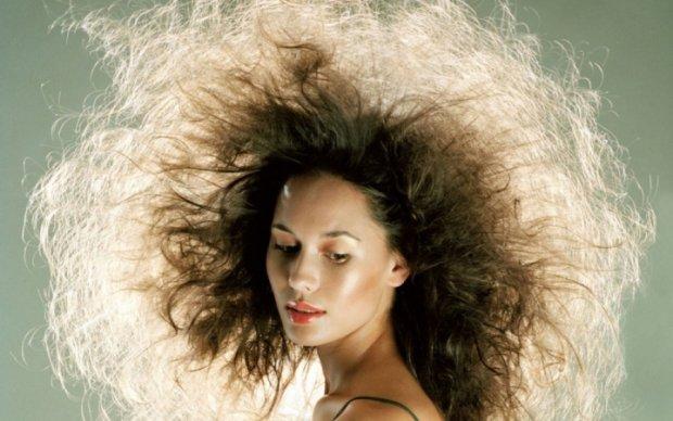 Косметологи раскрыли секреты наэлектризованных волос
