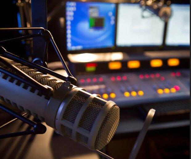 Умер известный диджей и радиоведущий: заснул и не проснулся