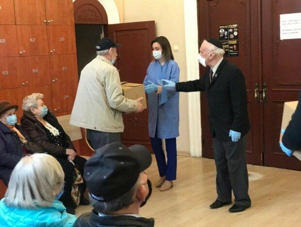 Плачкова і Рабинович передали допомогу ветеранам Великої Вітчизняної війни