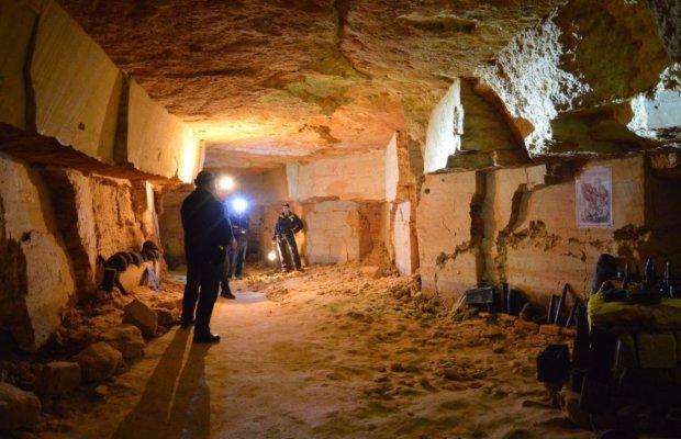 В українських катакомбах натрапили на старовинну підземну кімнату: епічне відео