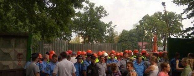 Избитые застройщиками жители собирались перекрыть Святошинскую