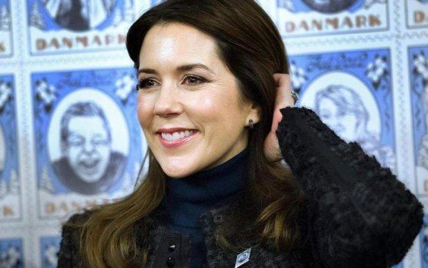 Датська принцеса приміряла українську вишиванку: фото