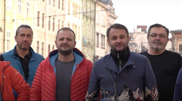 Львівські бізнесмени зняли штани заради голодних дітей