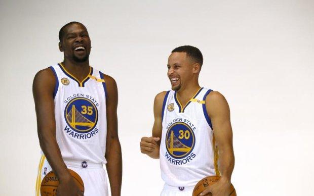 Чемпіон НБА потролив свою колишню команду кепкою з кексом
