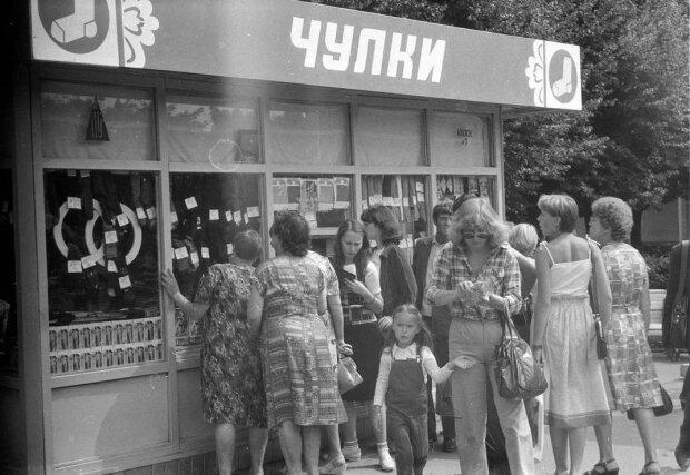 Жодних панчіх і ажурних трусиків: яку білизну носили жінки в Радянському Союзі