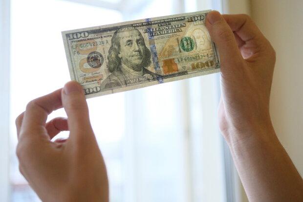 Как изменится курс доллара в октябре: остался последний шанс, что делать украинцам