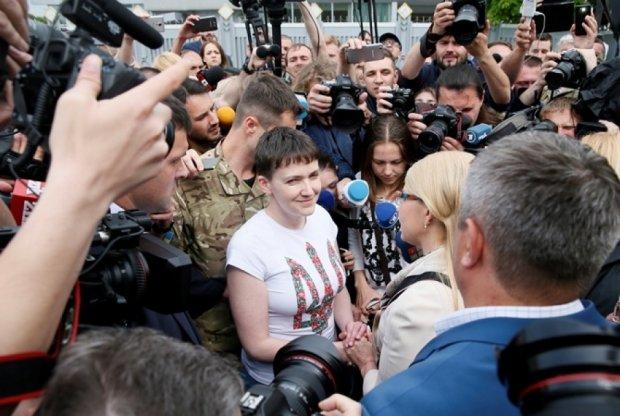 Надежда Савченко обозвала журналистов шакалами и собаками
