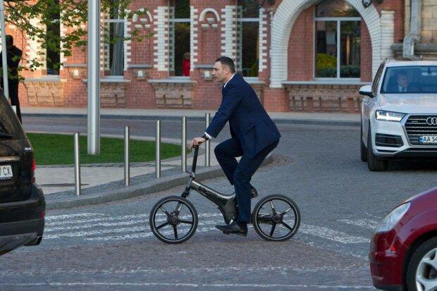 Кличко знову взявся за колеса, до нової Ради - як на свято: свіжі кадри, українці рвуть животи