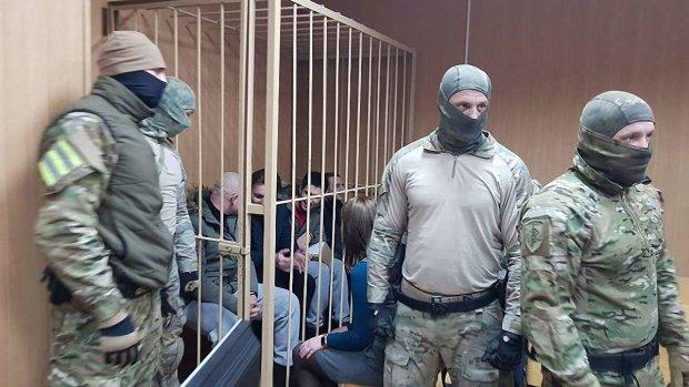 Українці потужно підтримали полонених моряків у російському суді, оплески не вщухали: відео