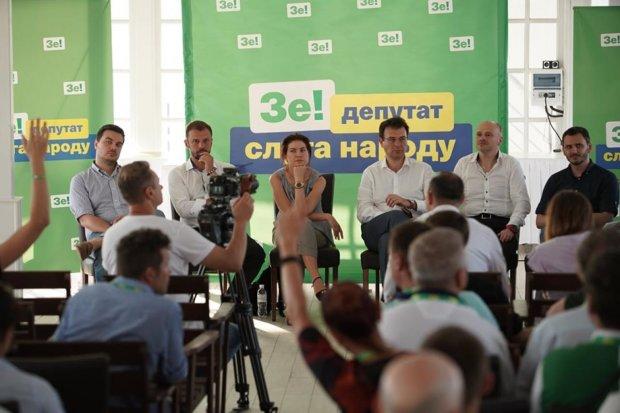 """У """"Слузі народу"""" Зеленського назрів бунт через недоторканність: ще не депутати, а вже тремтять"""