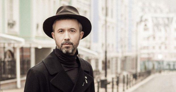 Босоногий мальчик в халатике: Бабкин собрал аншлаг на концерте в Киеве