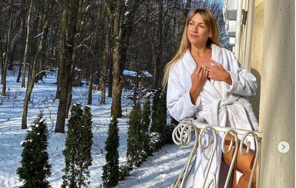 Длинноногая Леся Никитюк показала, как отходит от оливье и хачапури - блюдечко свеклы