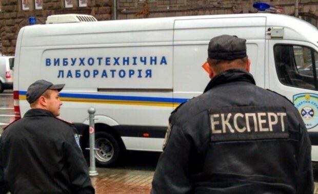 У Києві замінували черговий міст: вибухівку шукали з кінологами та рятувальниками