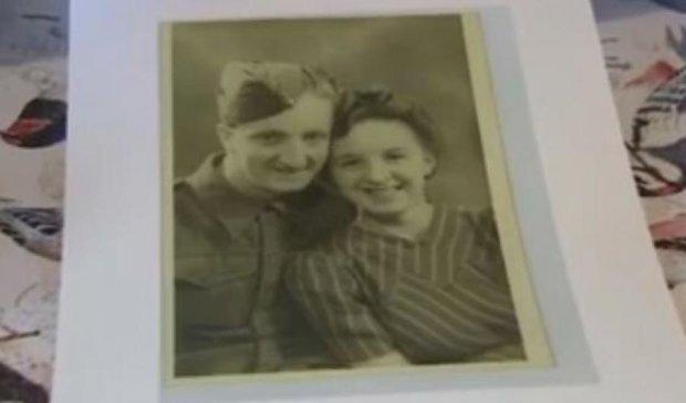 Закохані одружилися через 70 років розлуки (відео)