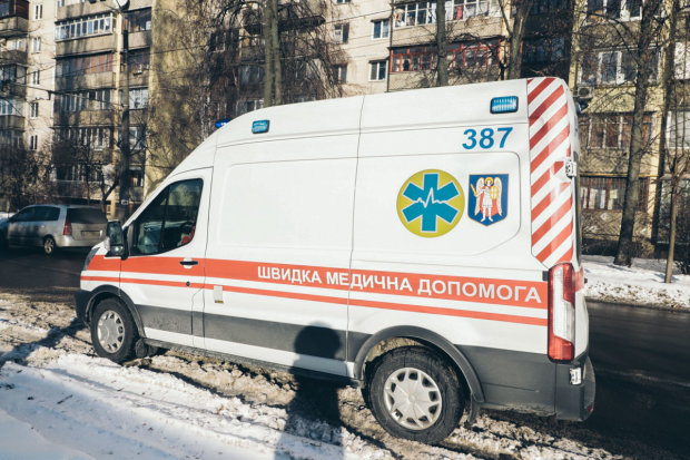У Києві житловий будинок охопило пекельне полум'я: десятки пожежників не змогли врятувати