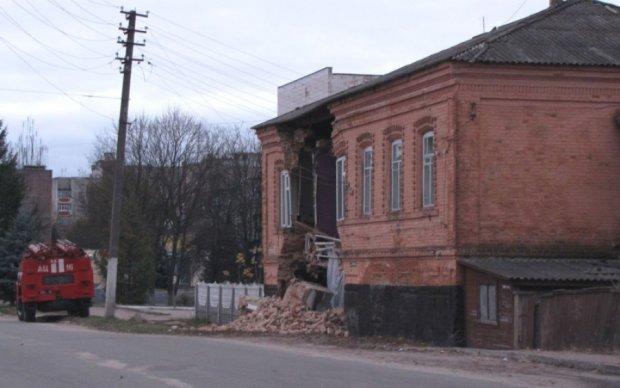 На Харківщині обвалився будинок, є жертви