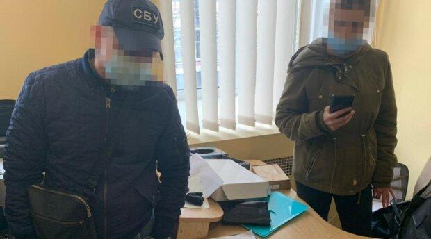 """СБУ и Госфинмониторинг поймали опасных преступников: 800 кг серебра и """"отмыли"""" 65 млн грн"""