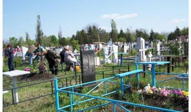 На поминальные дни в Киеве на кладбища будут ездить бесплатные автобусы
