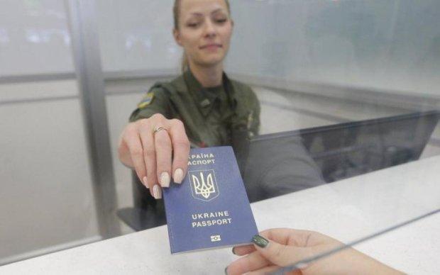 Стало известно, как много россиян погнались за украинским паспортом