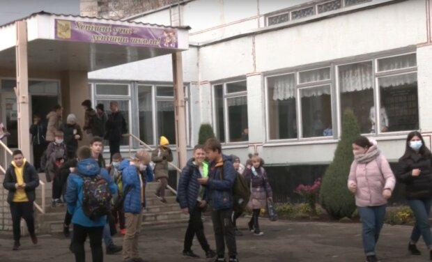 школьники, скриншот из видео