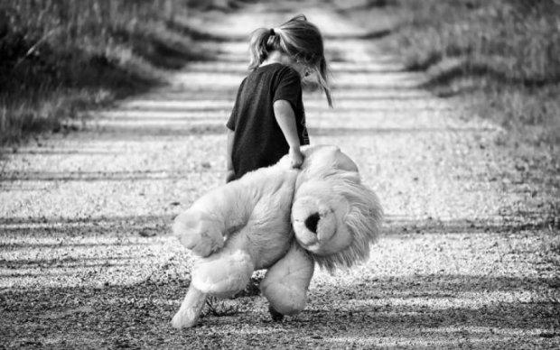 Заберіть медаль, поверніть тата: маленька донечка загиблого героя довела до сліз Україну